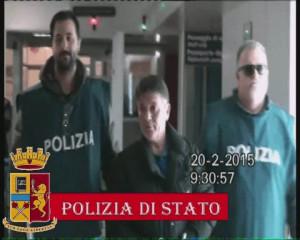Pantaleone Mancuso tra due aggenti della Polizia di Stato